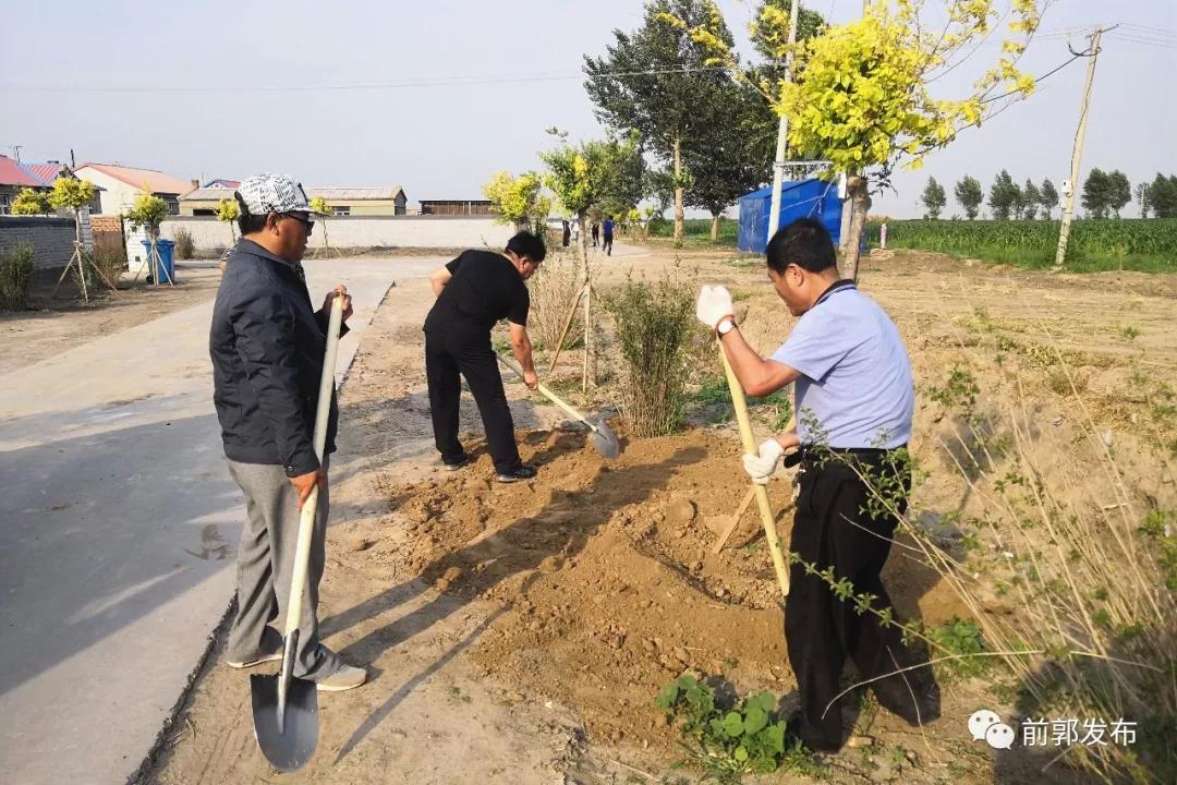 前郭县八郎镇开展人居环境整治主题党日活动