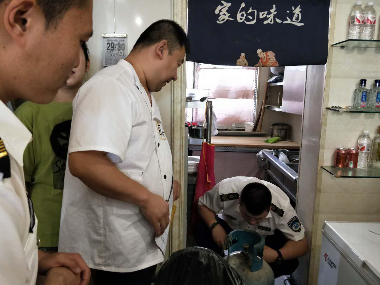前郭县市场监督管理局开展餐饮行业气瓶等安全大排查