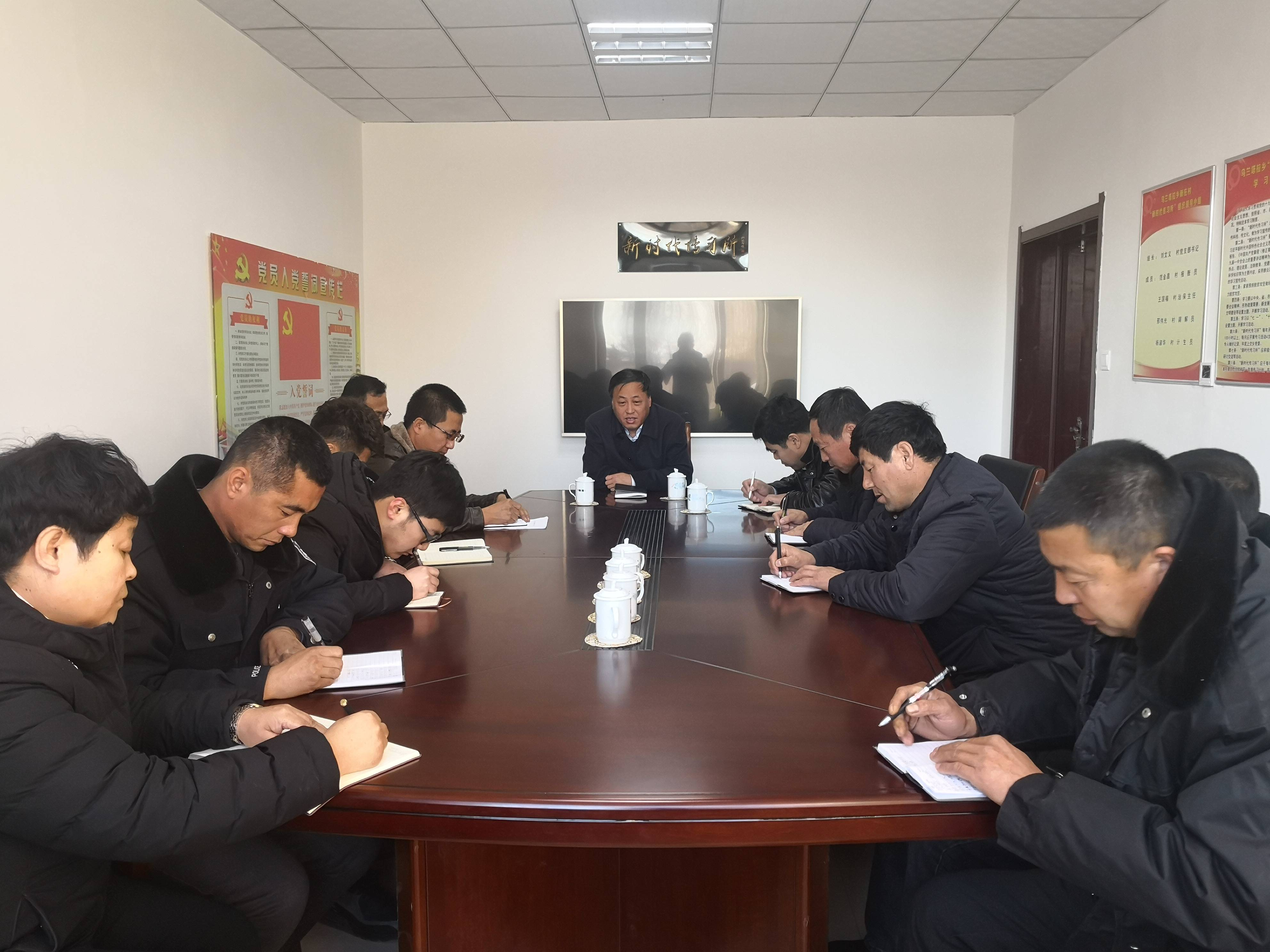 县委常委、县政府常务副县长孟祥和到乌兰塔拉乡新庄村指导软弱涣散党组织整顿工作
