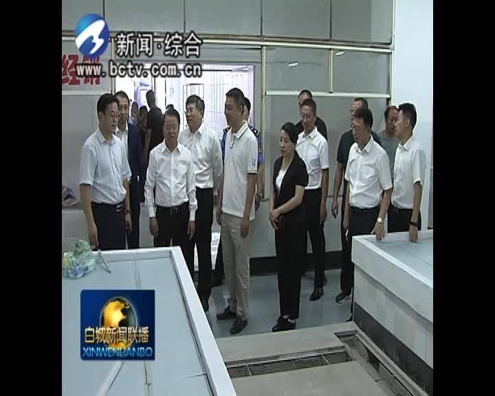 市委书记庞庆波对农贸市场开展调研