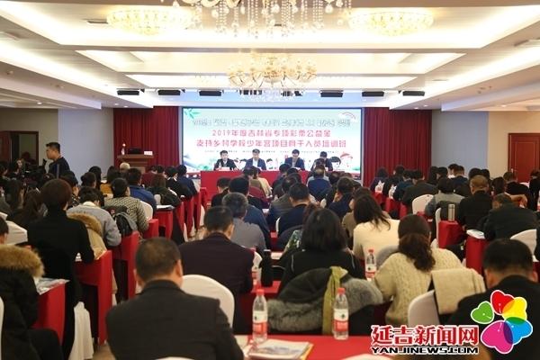 巴音朝鲁在安图县指导推动脱贫攻坚工作