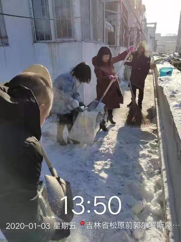 前郭县城区清除冰雪工作再发力(四)