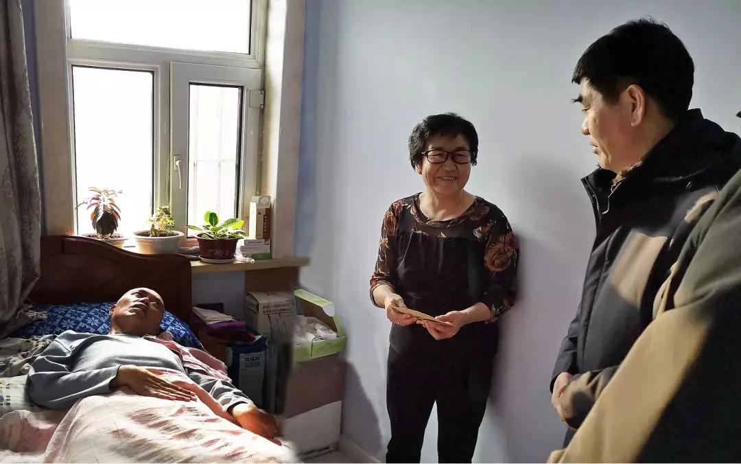 前郭县人大常委会主任阿希格图走访慰问生活困难党员