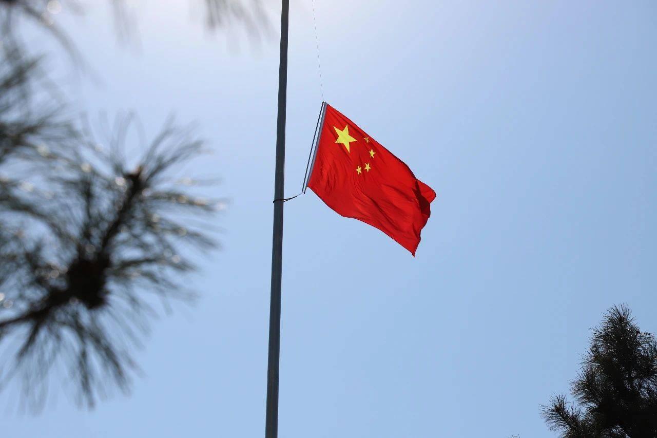 前郭县干部群众深切哀悼抗击新冠肺炎疫情斗争牺牲烈士和逝世同胞