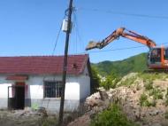 集安经济开发区对三户违建居民房屋进行依法拆除