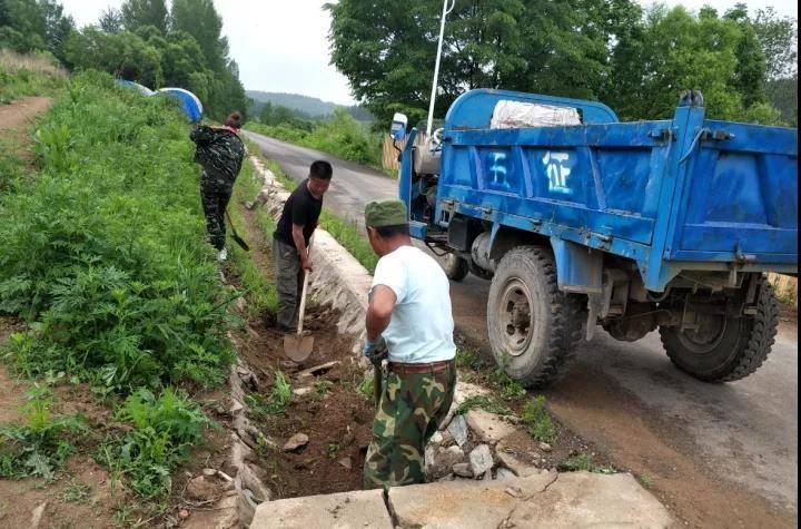 西北岔村开展环境整治志愿服务活动