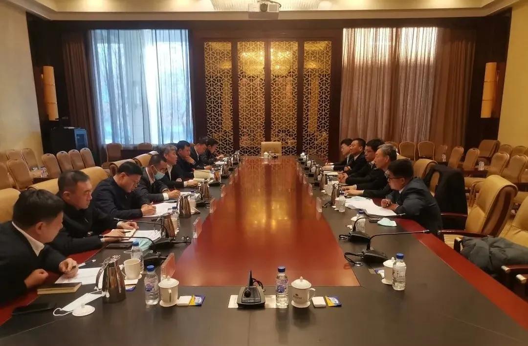 前郭县同中石油昆仑燃气有限公司吉林分公司进行洽谈合作