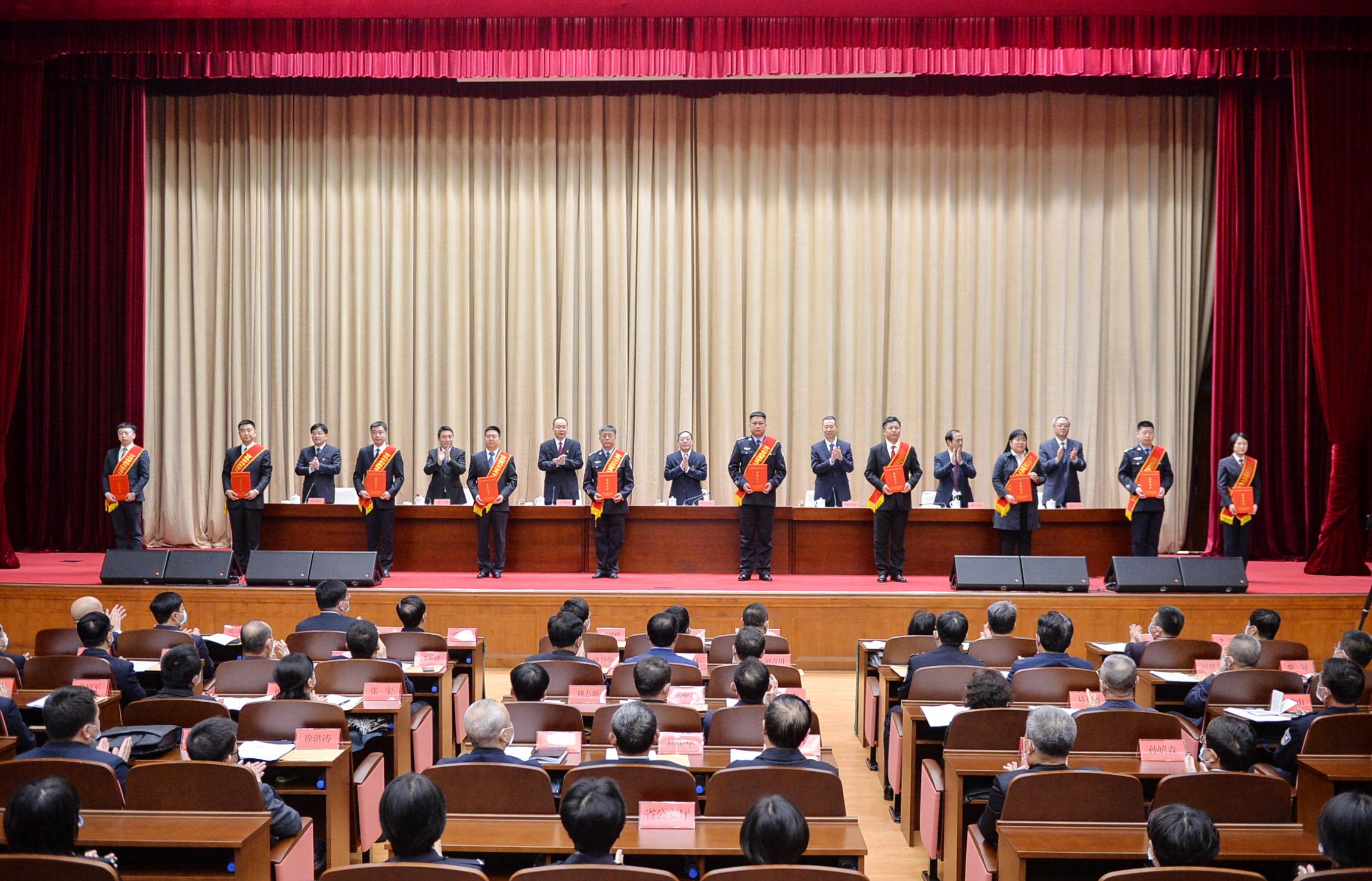 全省扫黑除恶专项斗争总结表彰大会召开