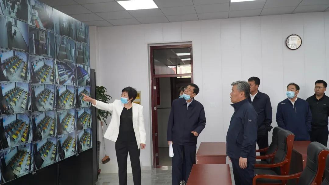 前郭县委副书记、县长卓日格检查高考准备情况
