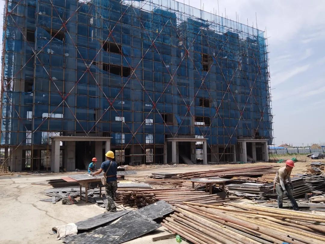 【查干湖保护和开发进行时】查干湖生态小镇商住回迁建筑陆续封顶