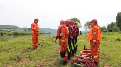 敦化市森林消防大队参加管护区落水人员搜寻任务