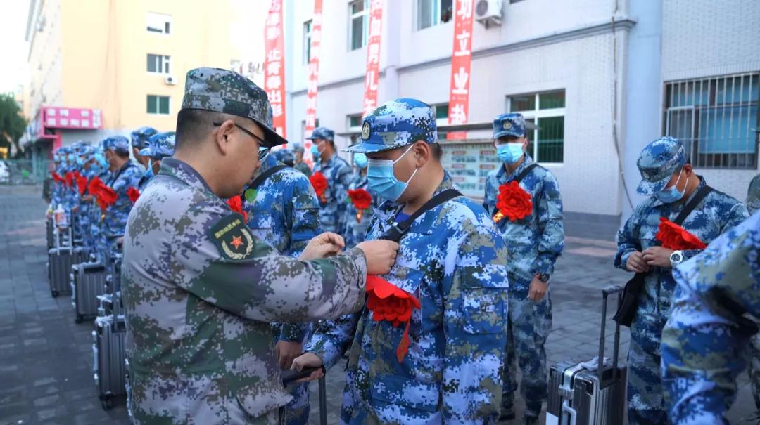 前郭县人武部组织欢送新兵踏上新征程