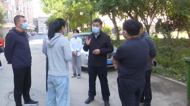 满都拉检查公共场所疫情防控、安全生产和消防工作