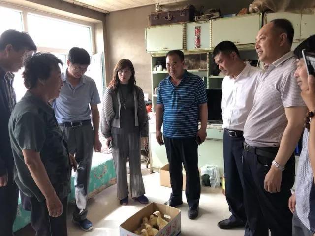 前郭县工商联组织会员企业进村入户开展脱贫攻坚帮扶活动