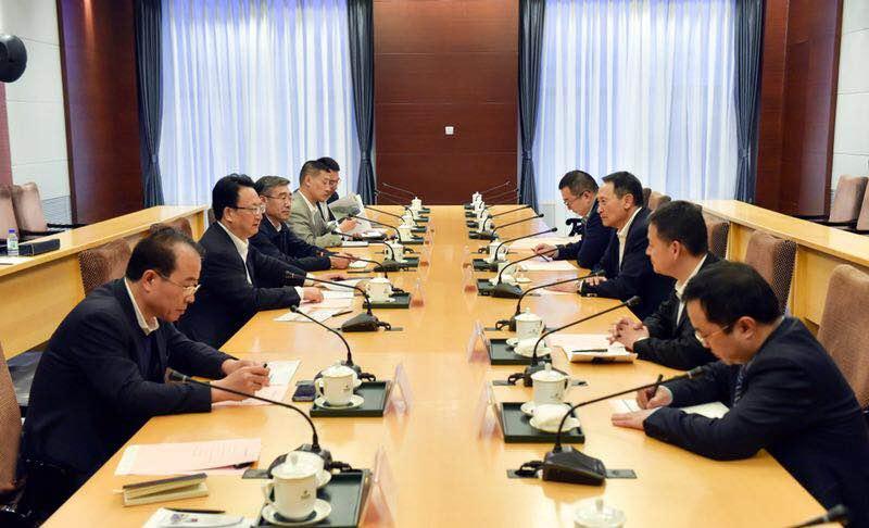 省政府与金鹰集团举行工作座谈会 景俊海出席