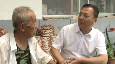 市委书记李东友走访慰问建国前老兵